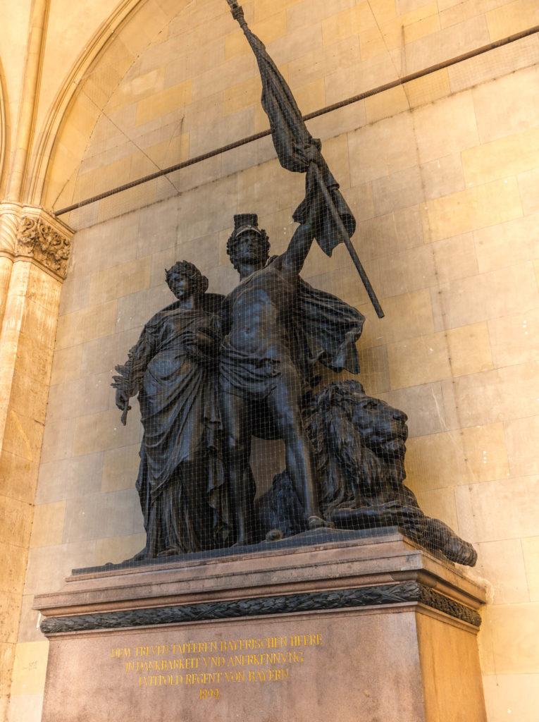 Das Bild zeigt das Bayerische Armeedenkmal in der Feldherrnhalle