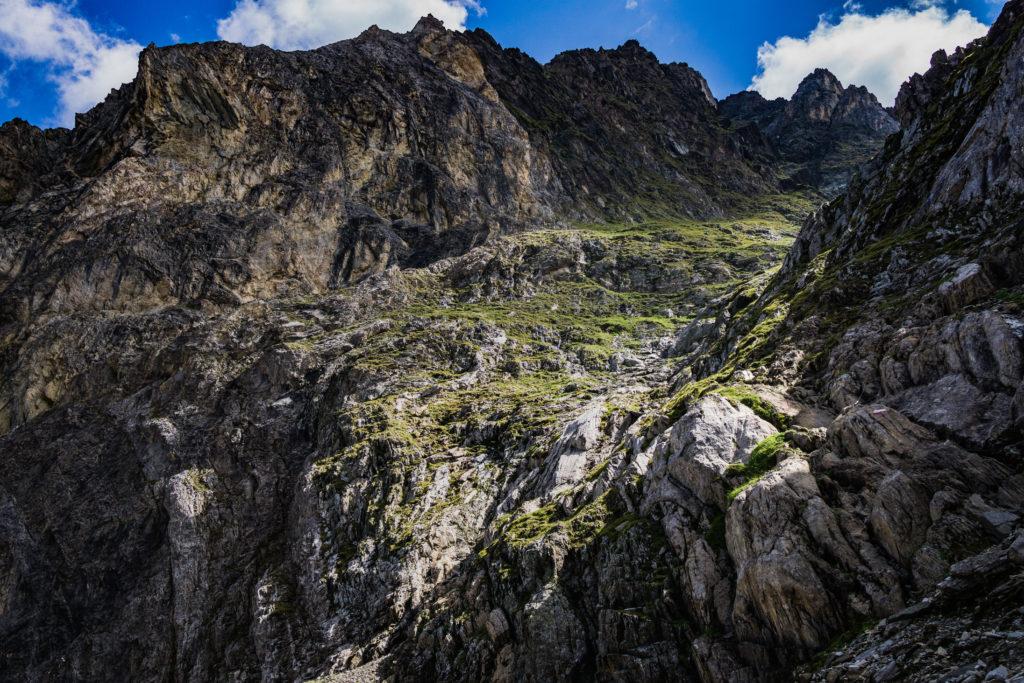 Das Bild zeigt die seilversicherte Stelle am Aufstieg.