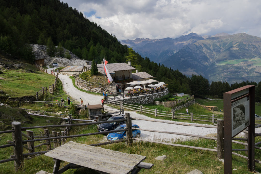 Das Bild zeigt die bewirtschaftete Göflaner Alm.